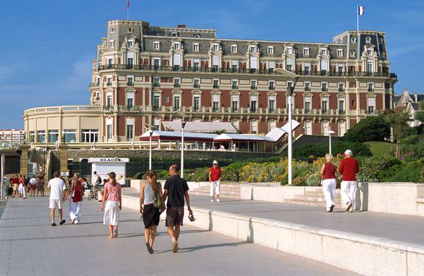 Hotel-du-Palais-and-Beachfront-Promenade-in-Biarritz